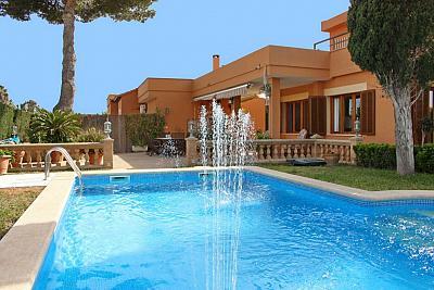 Gro z giges Haus mit Pool und tollen Terrassen in ruhiger Lage und Strandn he